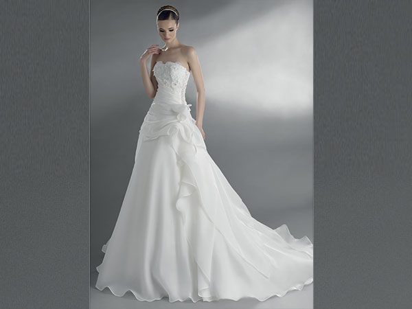 Dal disegno del tuo abito da sposa alle bomboniere. Progetta il tuo matrimonio firmato Arisa Mariage
