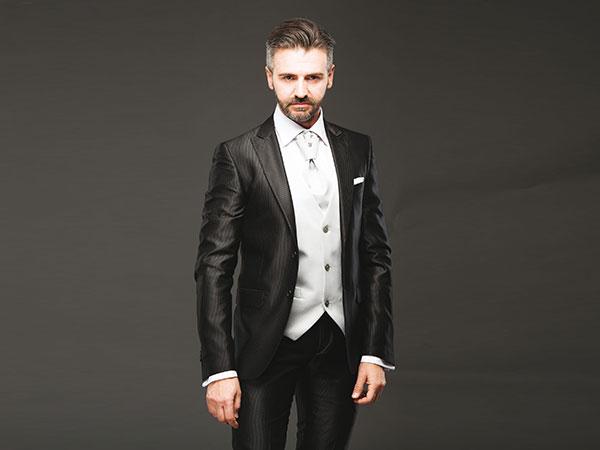 Scoprite da Erzegovaz le migliori griffe di abiti da sposo sposo e cerimonia e una ricca selezione di accessori