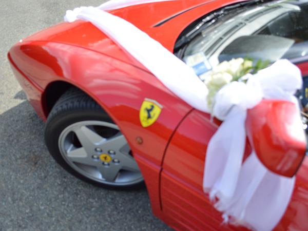 Un arrivo degli sposi che sorprenderà tutti? Scegliete la Ferrari con l'autista di Guida Sicura Supercar